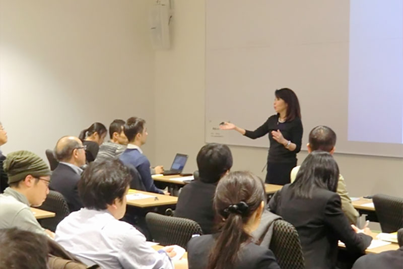 Kumi Sato gives English lecture on her book, Communication